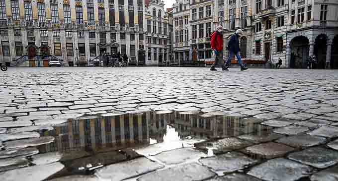 People walk on the Grand Place in Brussels, Belgium, Jan. 22, 2021. (Xinhua/Zhang Cheng)