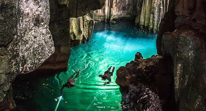 The Sawa-i-lau Caves.