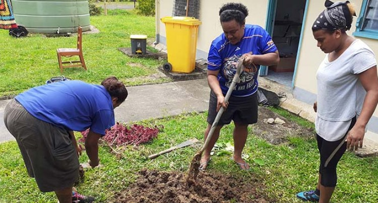 Mokani Youths Clean Up Health Centre
