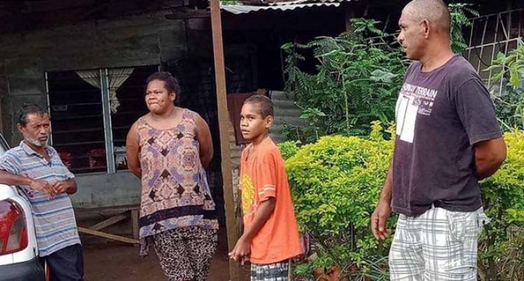 Kumar Takes in Stranded Family