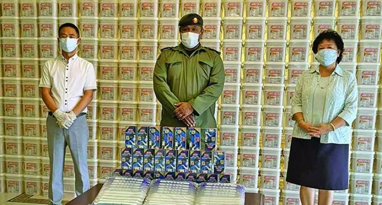 Chinese Community Donate Food Packs